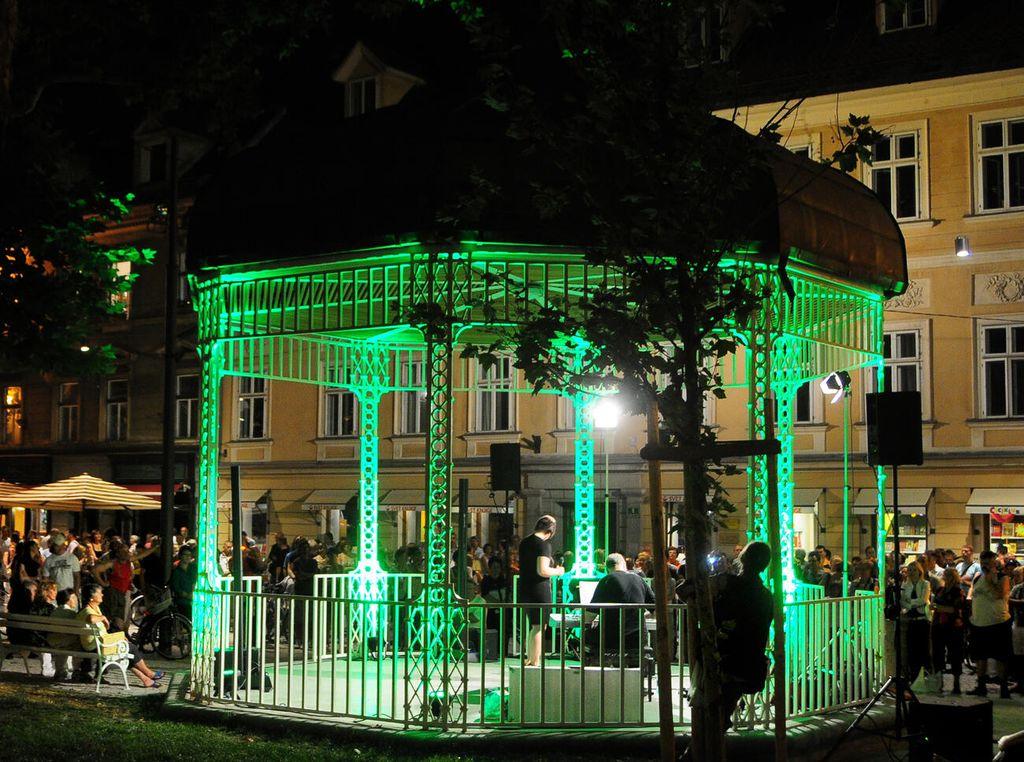 Iz paviljona v parku Zvezda bo znova zazvenela glasba. Foto: D. Wedam