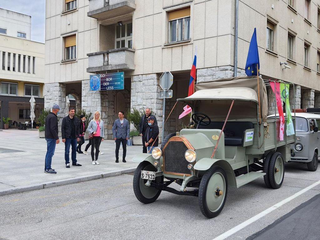 Župan Marko Matajurc s Kadorno po trasi slovenskega dela 15. etape Gira d'Italia