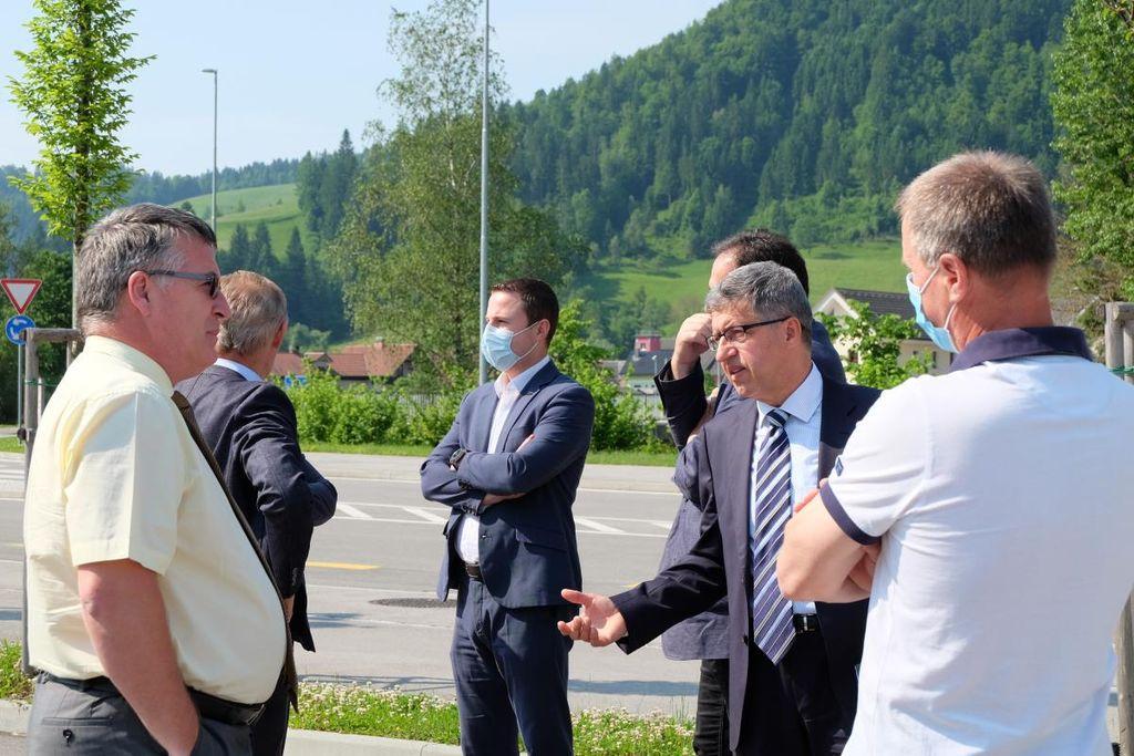 Minister Jernej Vrtovec v Občini Žiri o skorajšnji gradnji obvoznice in rekonstrukciji cest