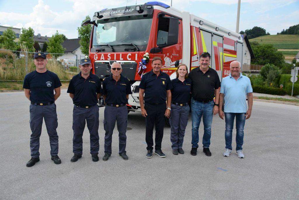Video: PGD Šmarje - Sap ob 140-letnici z novim gasilskim vozilom