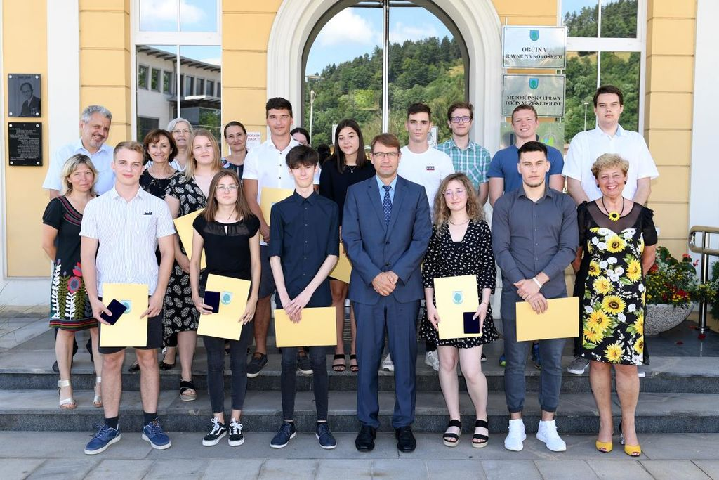 Župan dr. Tomaž Rožen sprejel štirinajst maturantk in maturantov