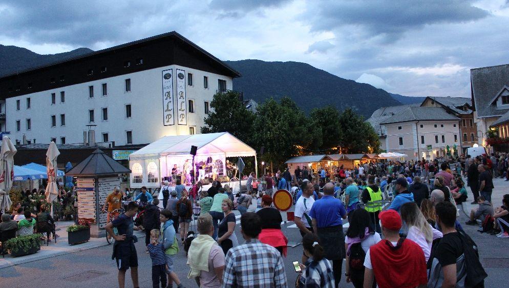 Bovški poletni večeri na placu