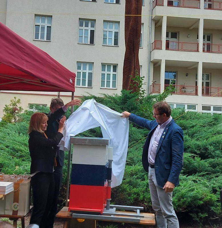 Prenos slovenske prakse čebelarjenja invalidov na vozičkih na Češko
