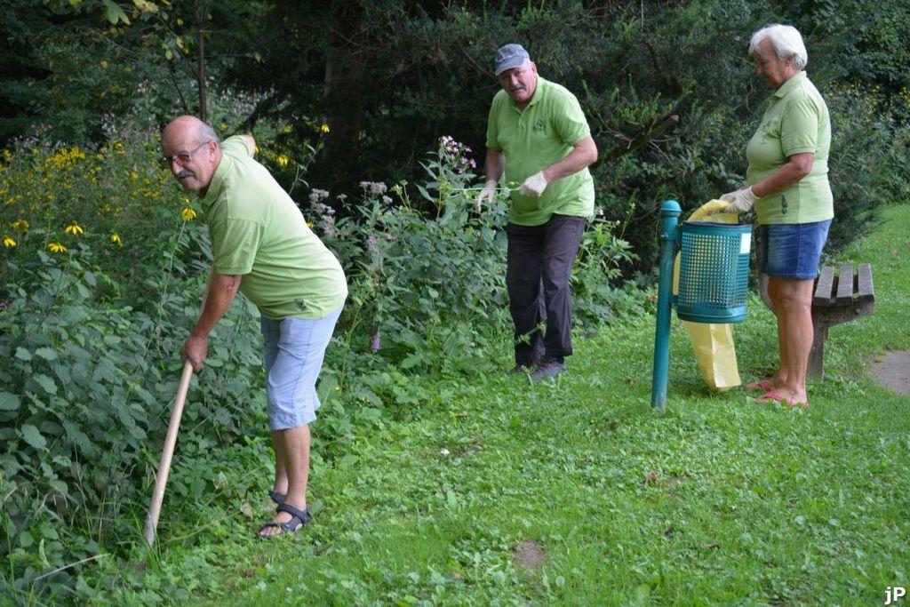 Iz akcije urejanja okolice Braslovškega jezera
