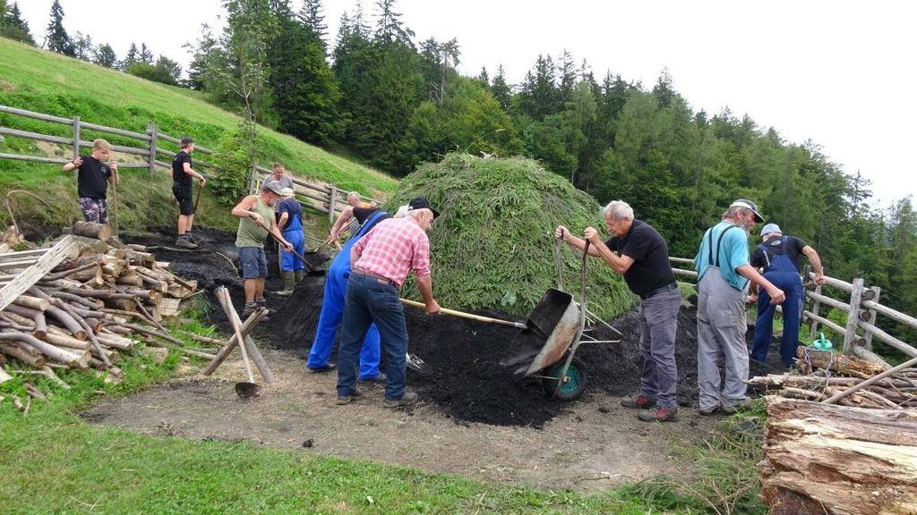 Video: Planina črnega zlata - prižig kope na Lipovcu