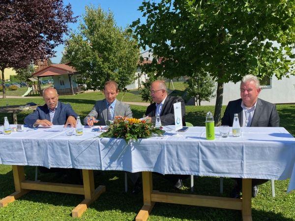 V prisotnosti ministra za okolje in prostor podpisani izvajalski pogodbi za gradnjo čistilne naprave Lenart
