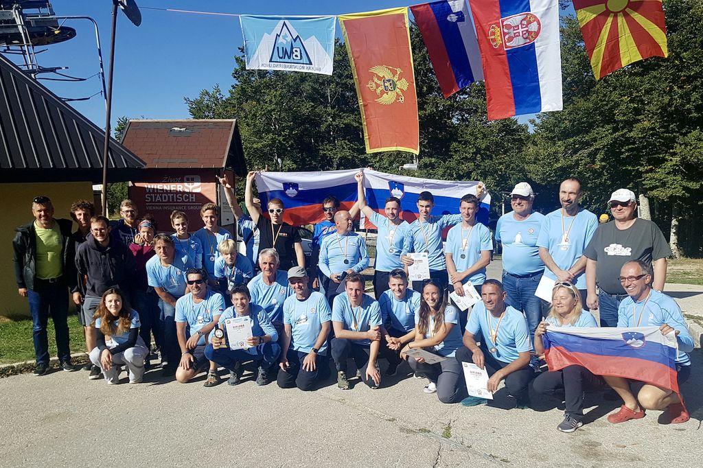 Slovenski tekmovalci so osvojili ekipni pokal za skupno drugo mesto na balkanskem prvenstvu 2021 v planinski orientaciji (foto arhiv Gvida Španringa)