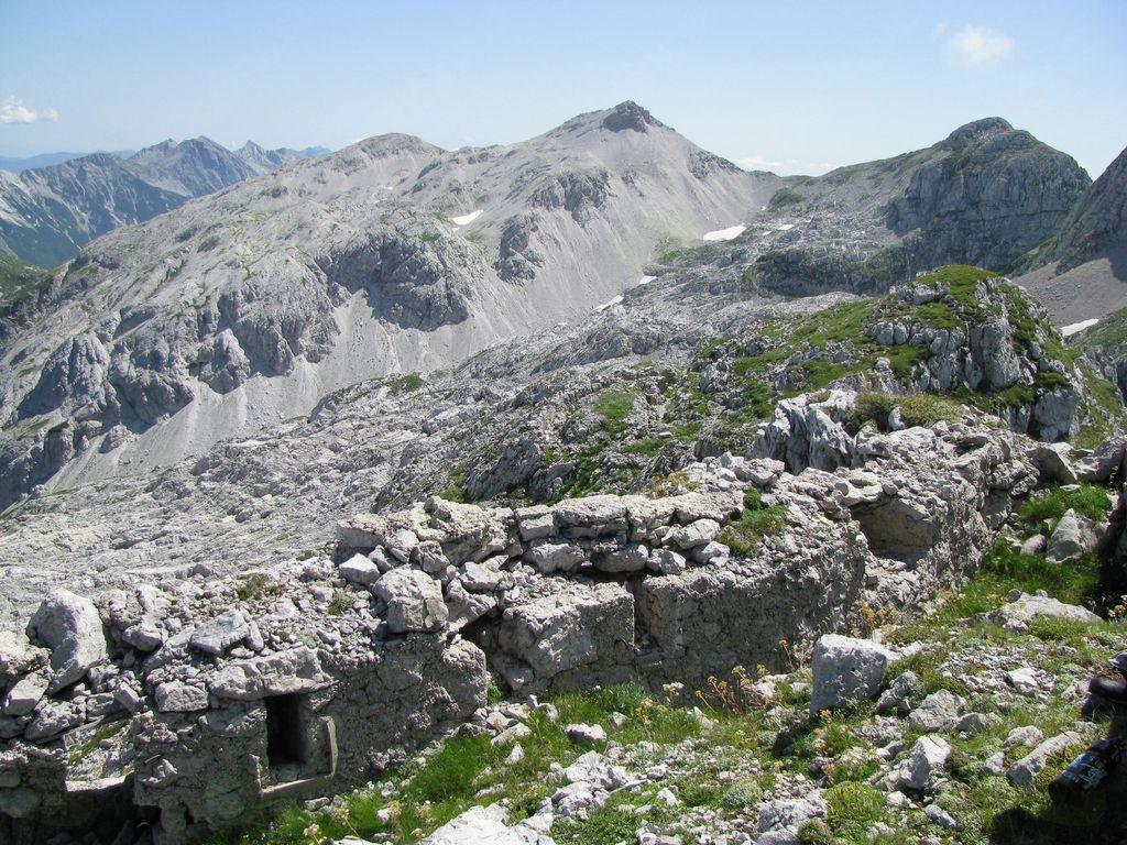 Po poteh soške fronte: Srednji vrh (2134 m), Krnčica (2142 m) - JULIJSKE ALPE