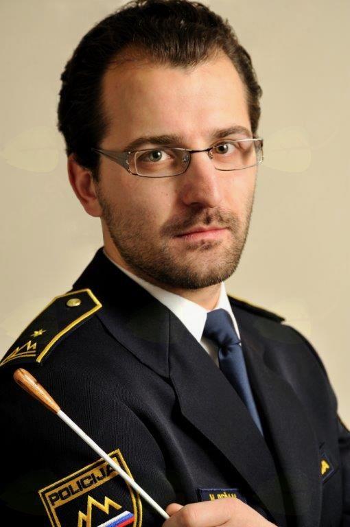 Umetniški vodja in dirigent orkestra Nejc Bečan