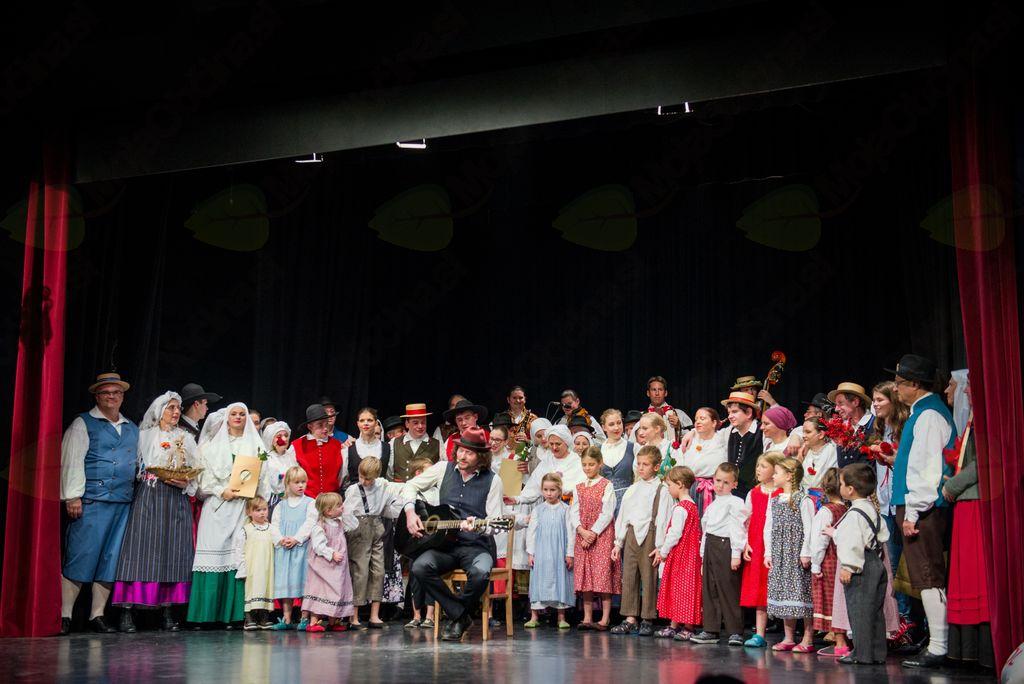 Vsi nastopajoči (fotografija: Rok Vidmar)