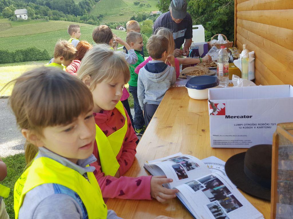 Dan odprtih vrat v Učnem čebelnjaku Čebelarskega društva Šentjanž