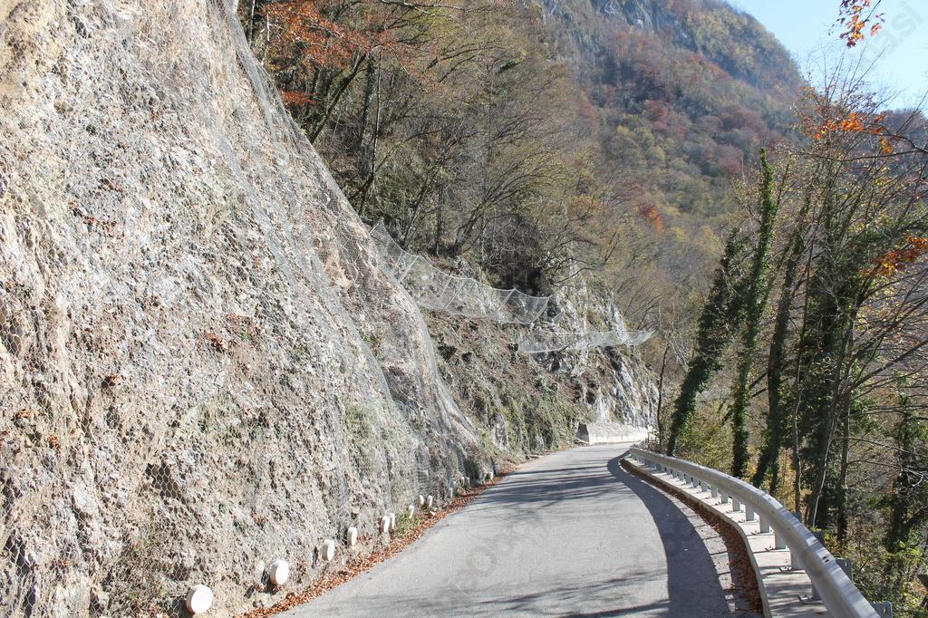 Dela na lokalni cesti Kobarid - Drežnica so zaključena. Foto: Nataša Hvala Ivančič