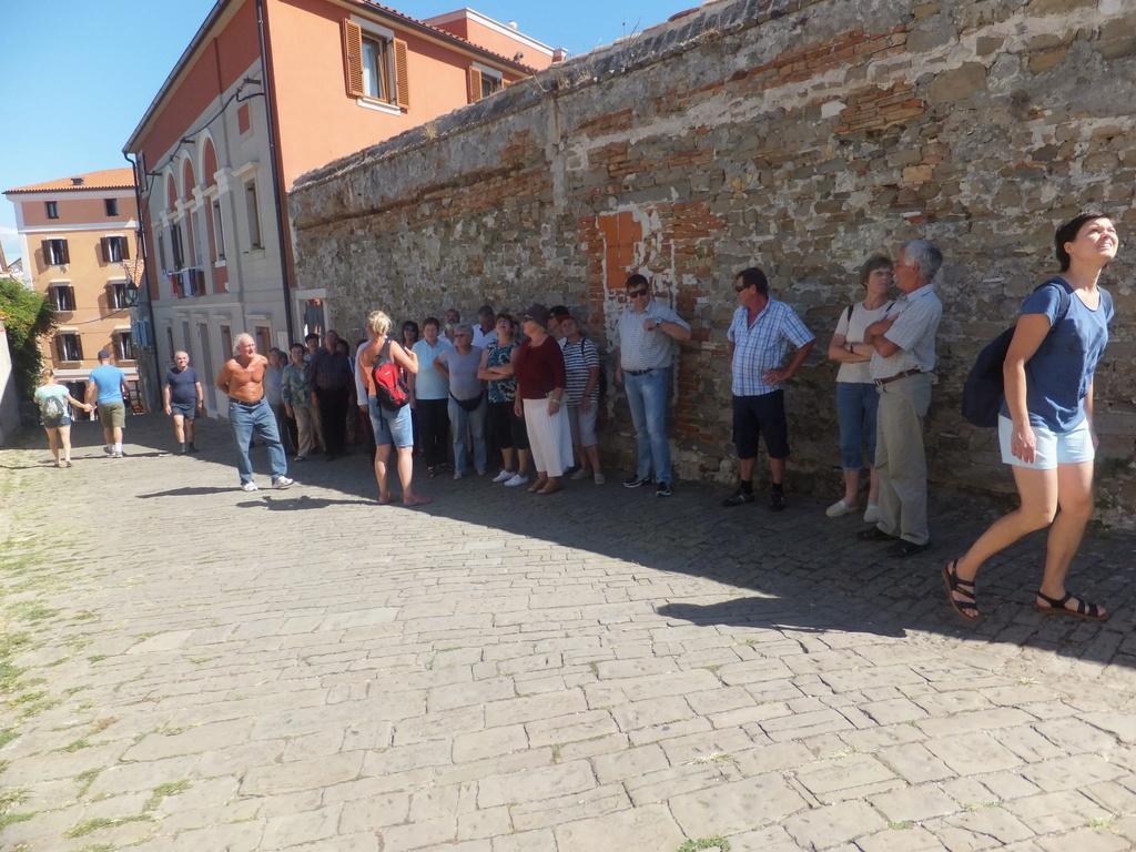 Invalidi  na kopanju v Strunjanu in ogledu Pirana