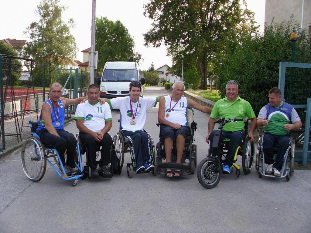 odlični rezultati atletov paraplegikov