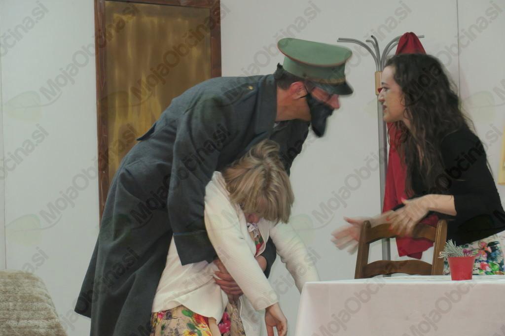 """Soteški igralci z novo igro """"Moža je zatajila"""""""
