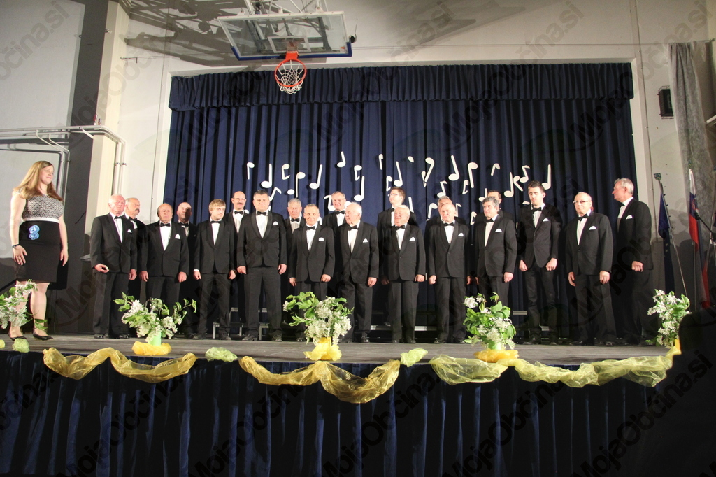 Moški pevski zbor KUD Nova Cerkev z Janjo Belej