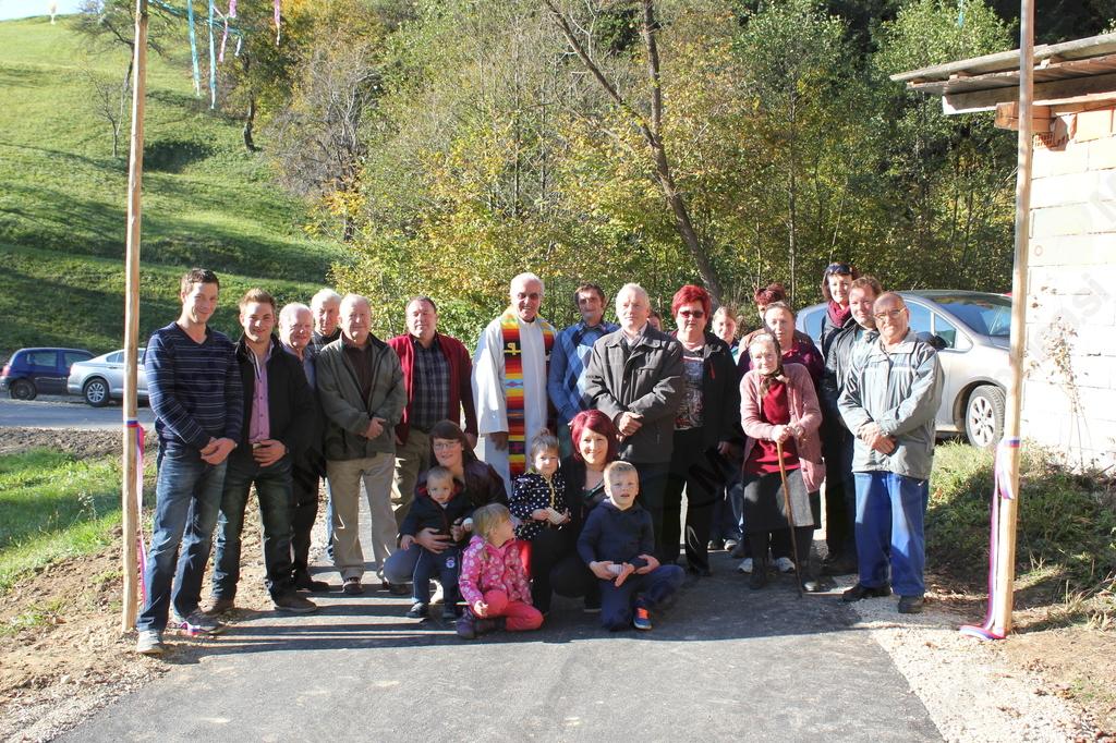 Krajani Gabrovca ob otvoritvi ceste (Foto: Dušan Sitar)
