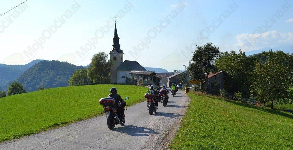 Skupinska vožnja s pogledi na našo dolino