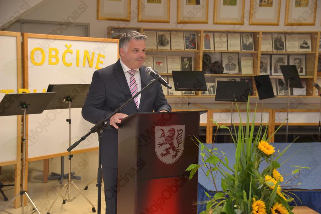 Župan Rupert Gole med govorom.