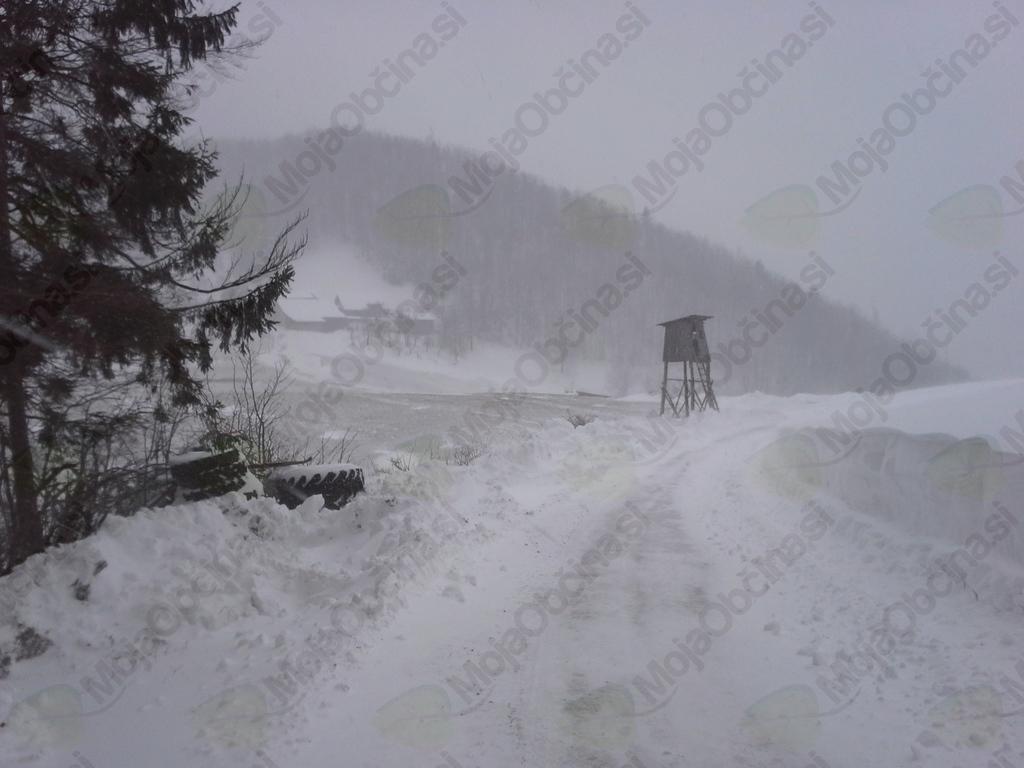 Nad izvajanjem zimske službe bdi občinski sodelavec Primož Dežman