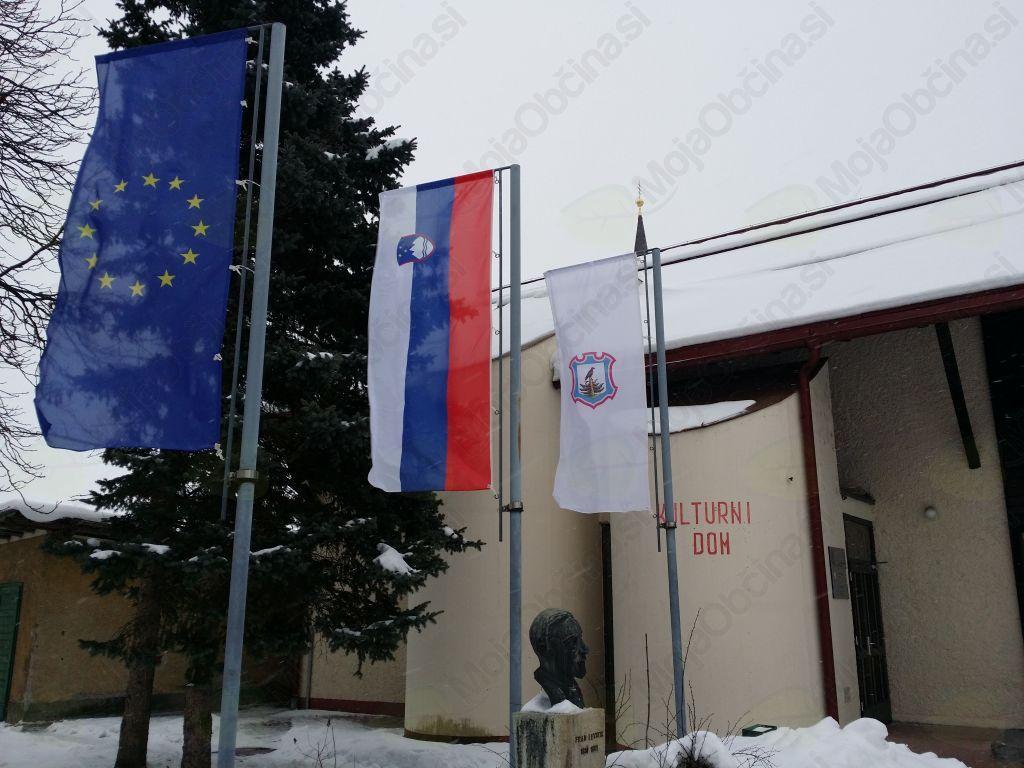 Je izobešanje zastave tudi del naše kulture?