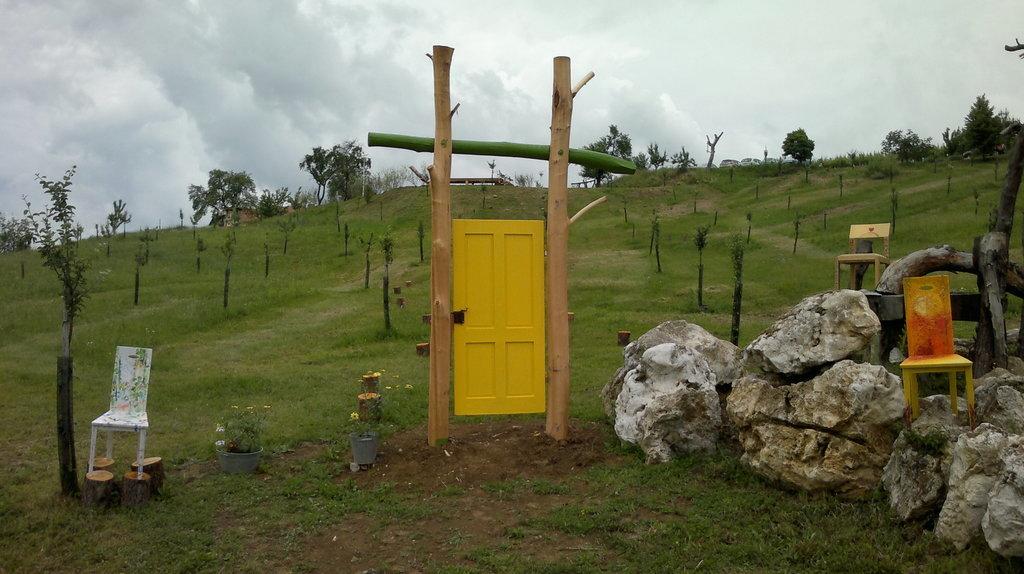 Sončna vrata - vhod na razstavo