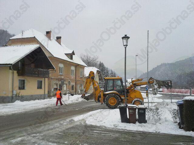 Režijski obrat Občine Lukovica skrbi za čiščenje javnih površin