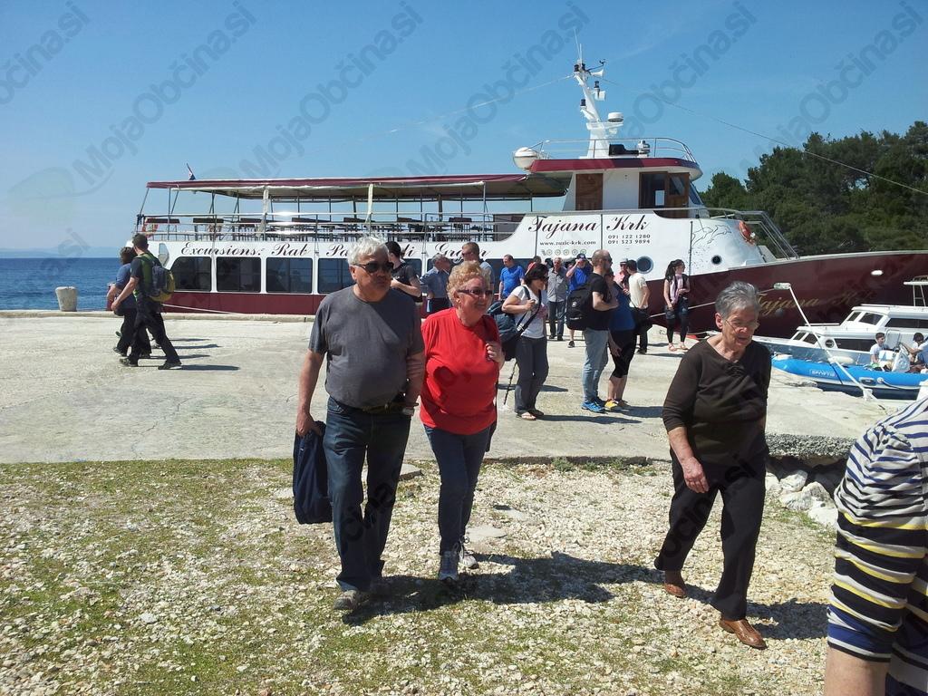 Izkrcanje z barke Tanaja