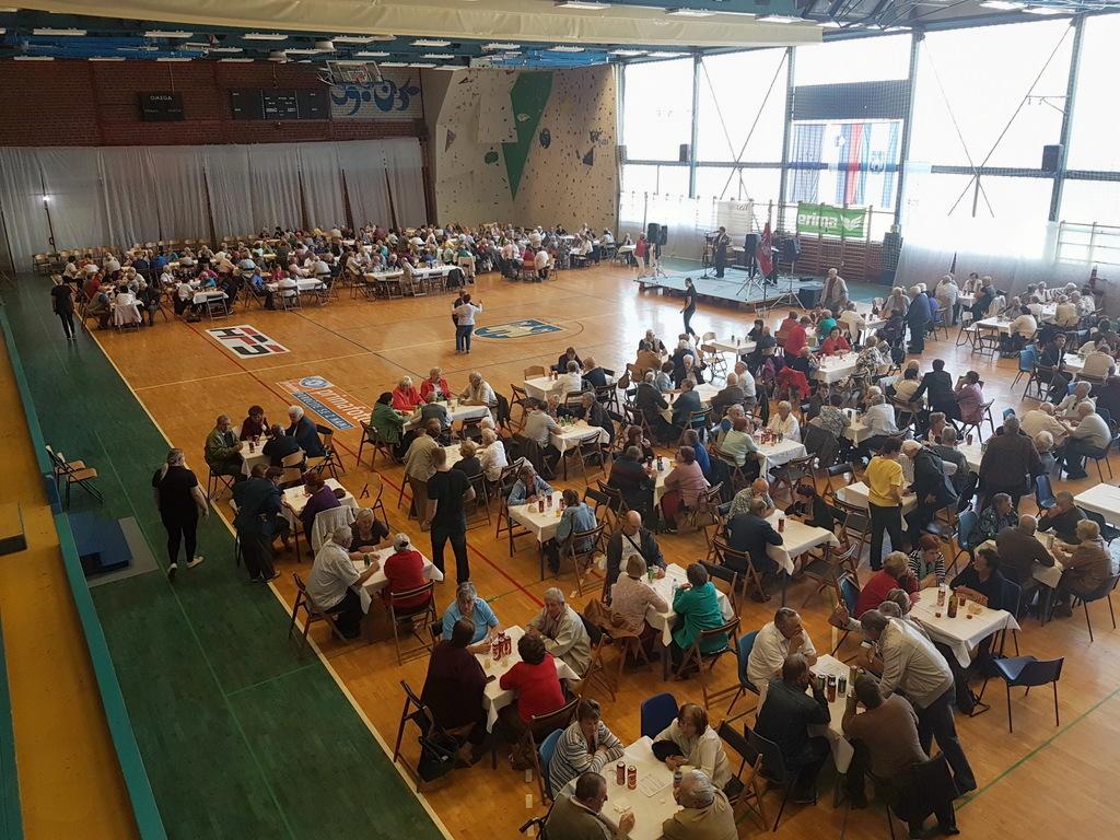Srečanje invalidov v športni dvorani v počastitev praznika MO Slovenj Gradec