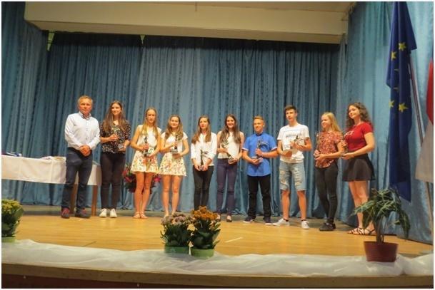Najuspešnejši učenci osnovne šole križevci na sprejemu pri županu