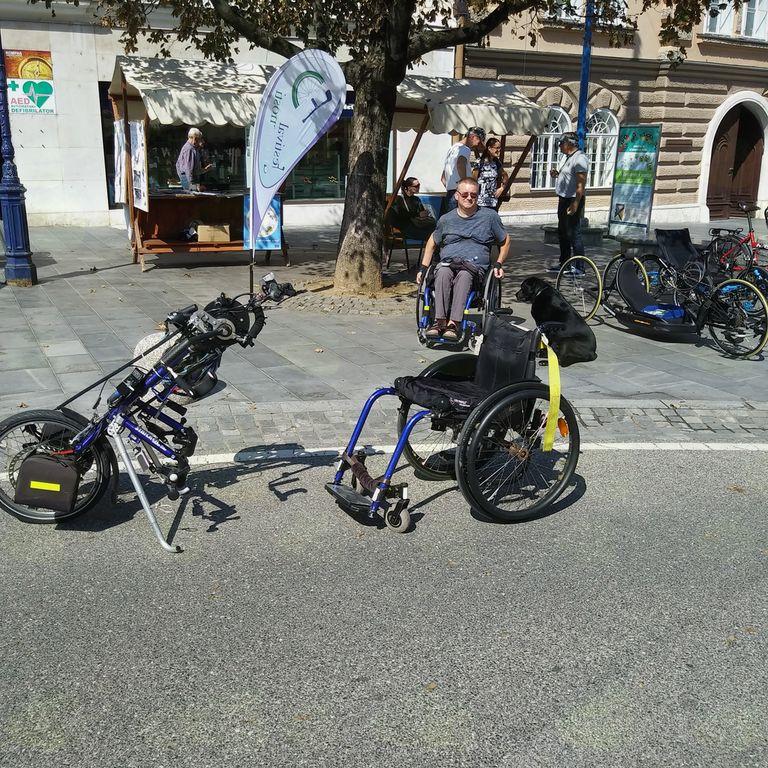 Ročniokolo z elektro pogonom za invalide