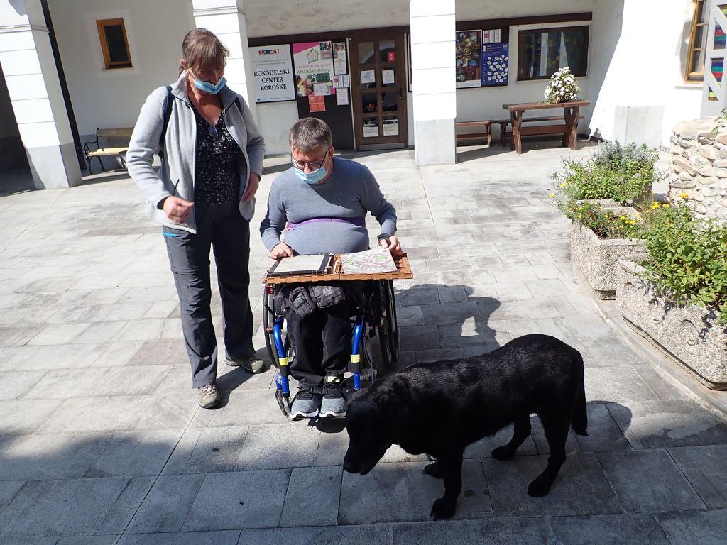 Invalidi - ogled cerkvice sv. Jurija in reševanje ugank Sobe pobega