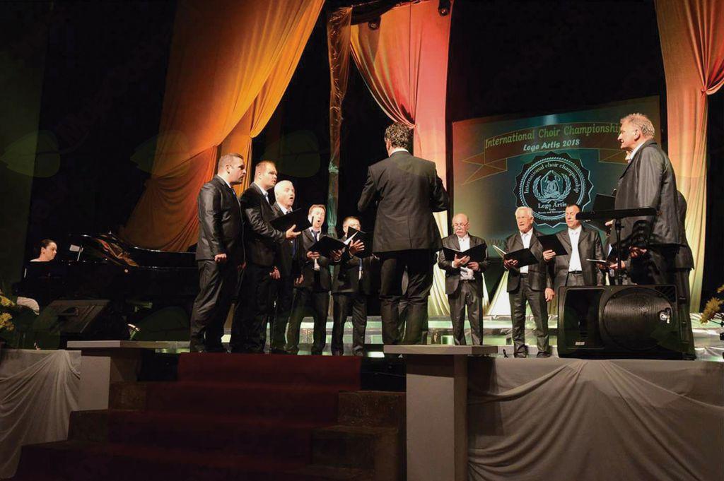 Chorus'97 poje v Grand Prixu
