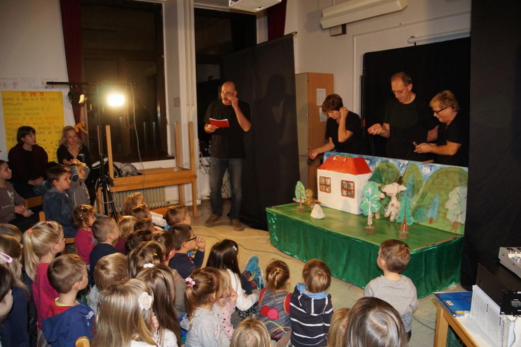 Lutkovna predstava Peter Klepec je navdušila najmlajše