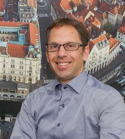 Predavatelj Uroš Buda je priznan strokovnjak in tudi sam sobodajalec ter povezovalni člen številnih apartmajev in sob v Ljubljani.