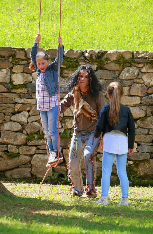 Indijanci zasedli grajski park!
