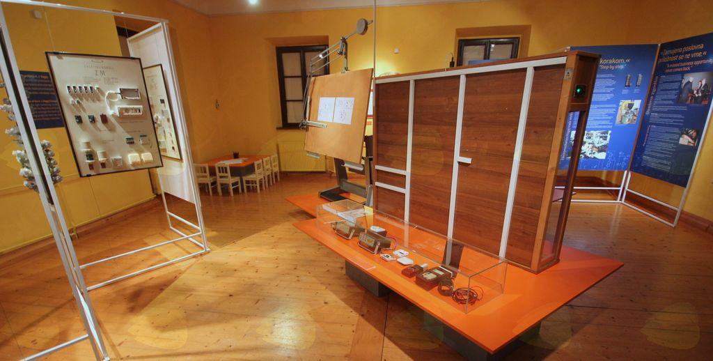 Poštni muzej odprl razstavo Ko udari strela