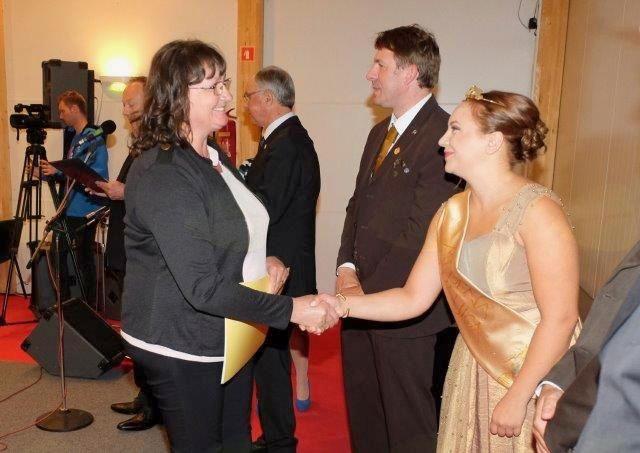Čestitke od medene kraljice Slovenije.