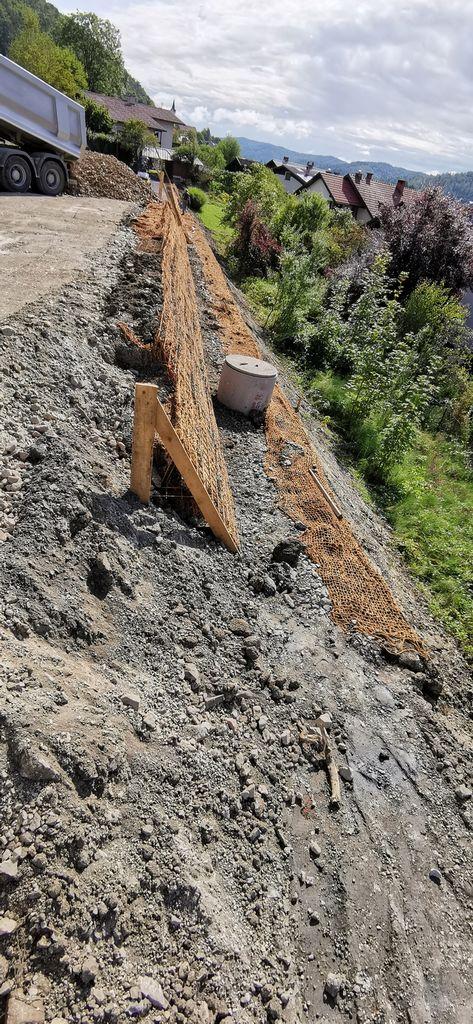 Kokosove mreže, ki preprečijo drsenje materiala.