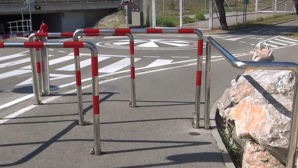 Dobro vidne ovire za umirjanje prometa pred nevarnimi prometnicami