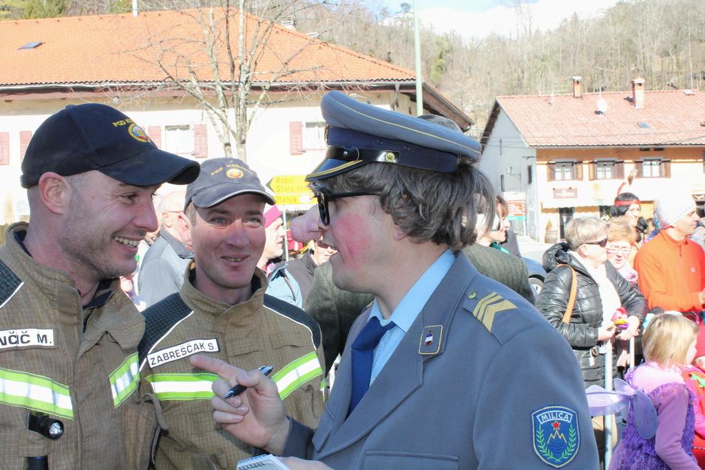 Kobariški pust 2017 - sourenki zavzeli kobariški plac