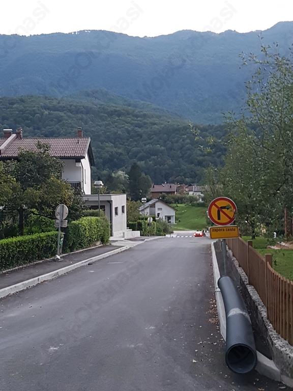 Zamenjava vodovoda in asfaltacija odseka Ulice Sergeja Mašera v Kobaridu. Foto: Nataša Hvala Ivančič