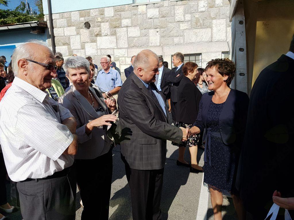 Ob tem velikem in pomembnem dogodku je direktorici, vsem zaposlenim in kmetom ter vsem vpetim v uspešno zgodbo mlekarne čestital kobariški župan Robert Kavčič. Foto: Nataša Hvala Ivančič
