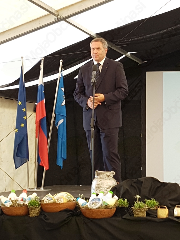 Slovesnosti se je udeležil tudi minister za kmetijstvo, gozdarstvo in prehrano mag. Dejan Židan, ki je poudaril, da Mlekarna Planika res ni največja mlekarna v Sloveniji, je pa najbolj srčna. Foto: Nataša Hvala Ivančič