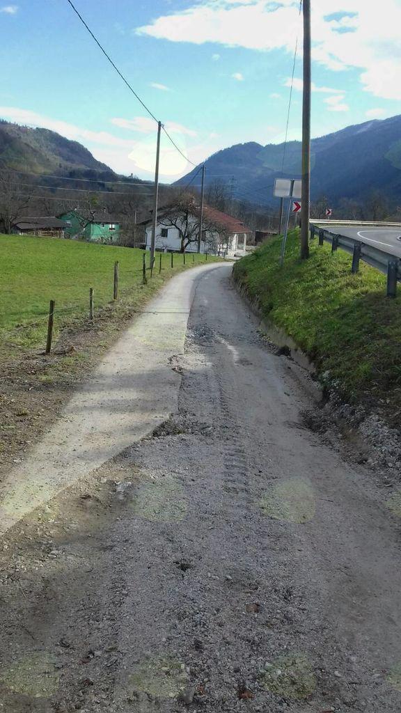 Rekonstrukcija vodovoda in gradnja kanalizacije v vasi Idrsko. Foto: Boštjan Skok