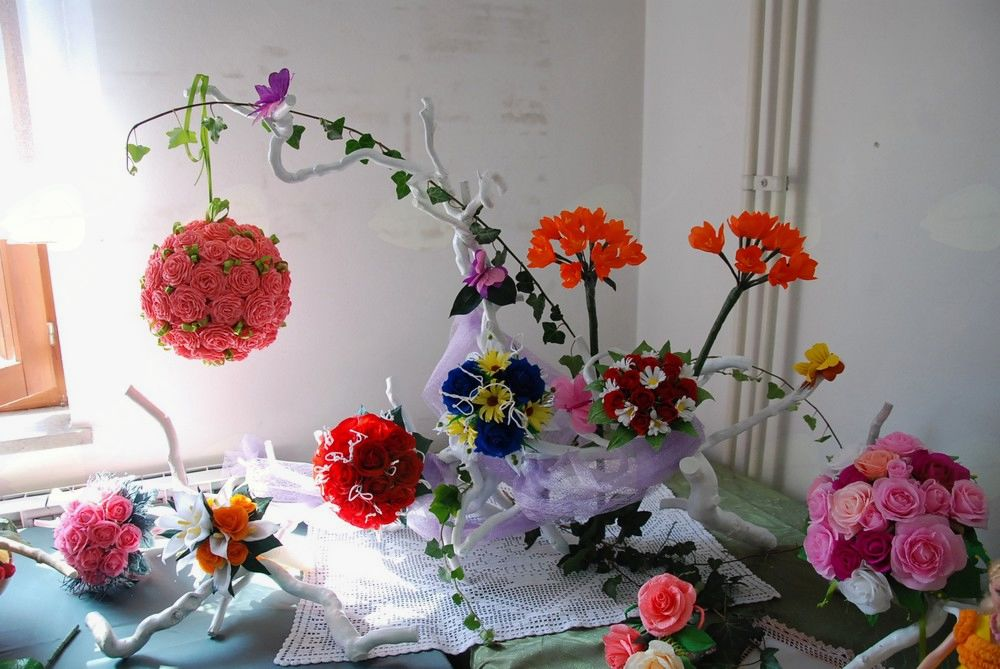Ustvarjalna delavnica v Drežnici: Izdelki iz krep papirja