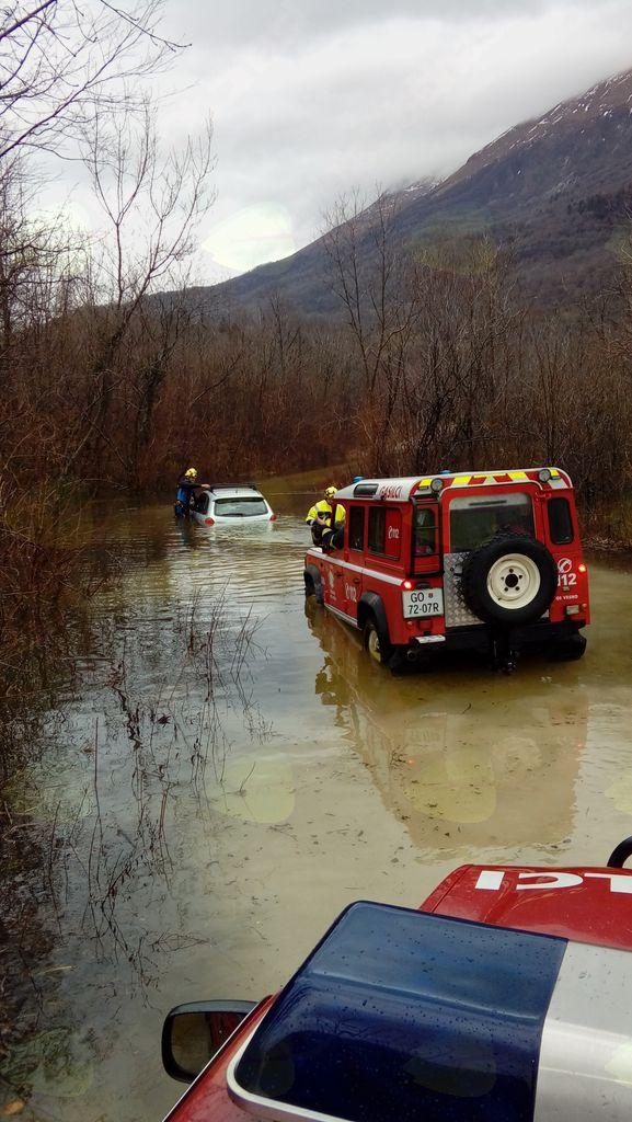 Dež in močan veter povzročila težave tudi na Kobariškem