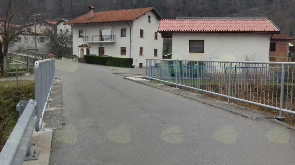 Zamenjana varnostna ograja na mostu čez potok Ročica.