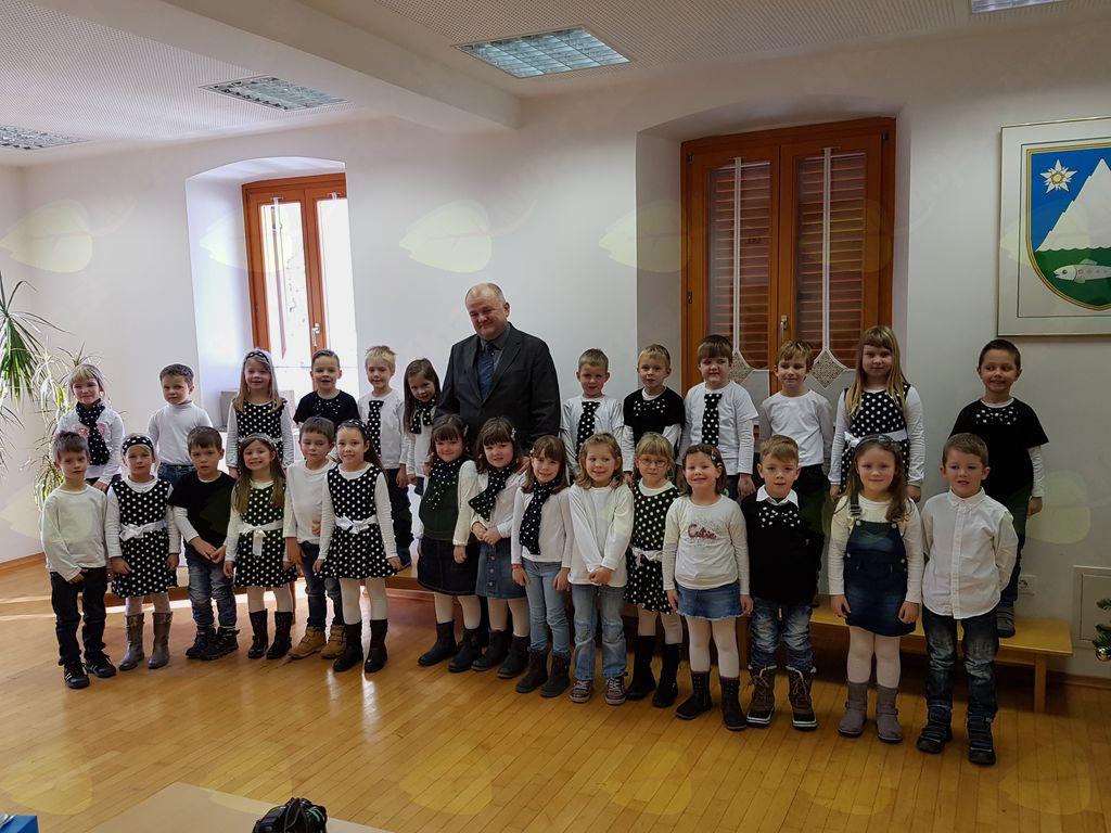 Kulturni program so popestrili otroci Pevskega zbora iz Vrtca Kobarid. Foto: Nataša Hvala Ivančič