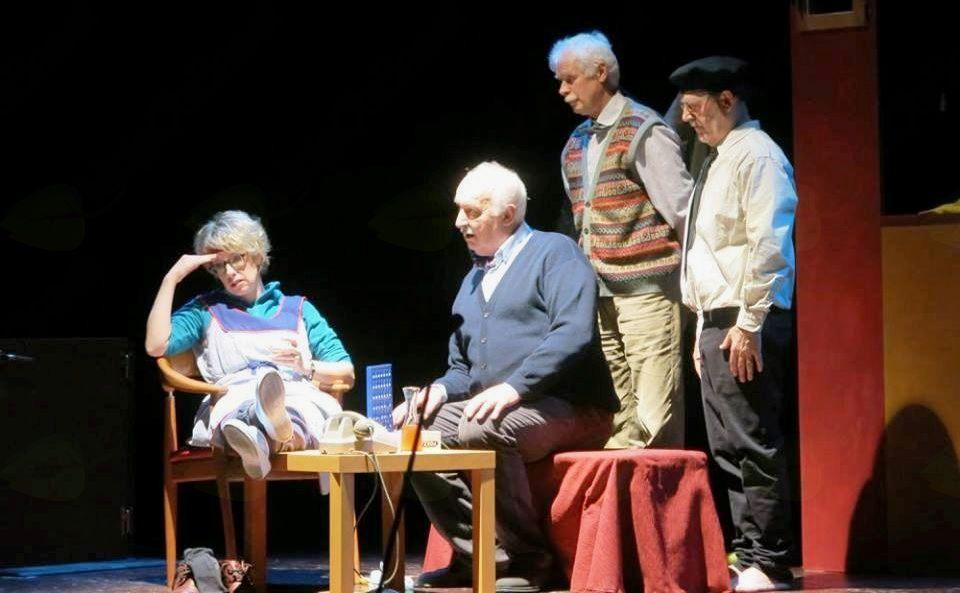 Gledališka predstava TRIJE NA PINGULAVKI v izvedbi Beneškega gledališča